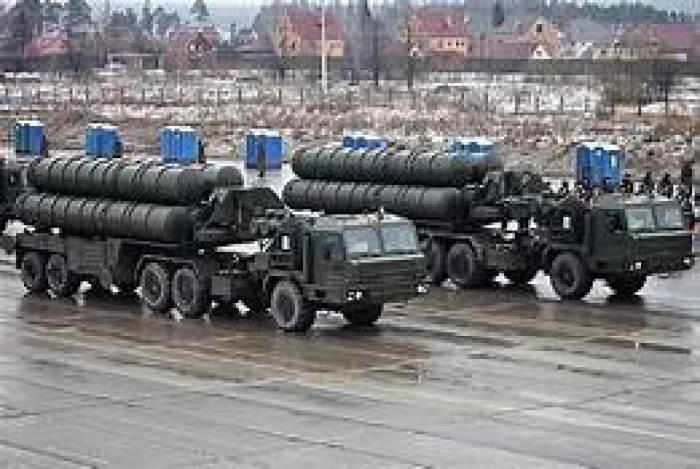 """Bildiride, """"Bu sistem, NATO uçaklarının filo sistemine ciddi bir tehdit oluşturabilir ve NATO'daki müttefiklerin ilişkilerini etkileyebilir."""" Denildi. Bu Türkiye'nin ulusal kararı, ancak S-400 NATO'nun hava ve füze savunma sistemine entegre edilemez. """"Yer bilgisini verdim."""