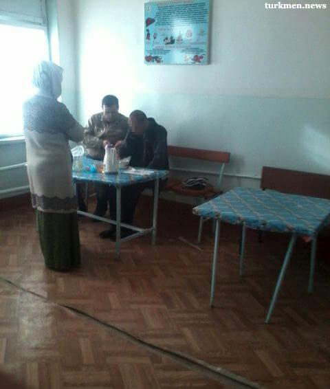 Туркменабад: Родственники пациентов психбольницы жалуются на плохие условия содержания