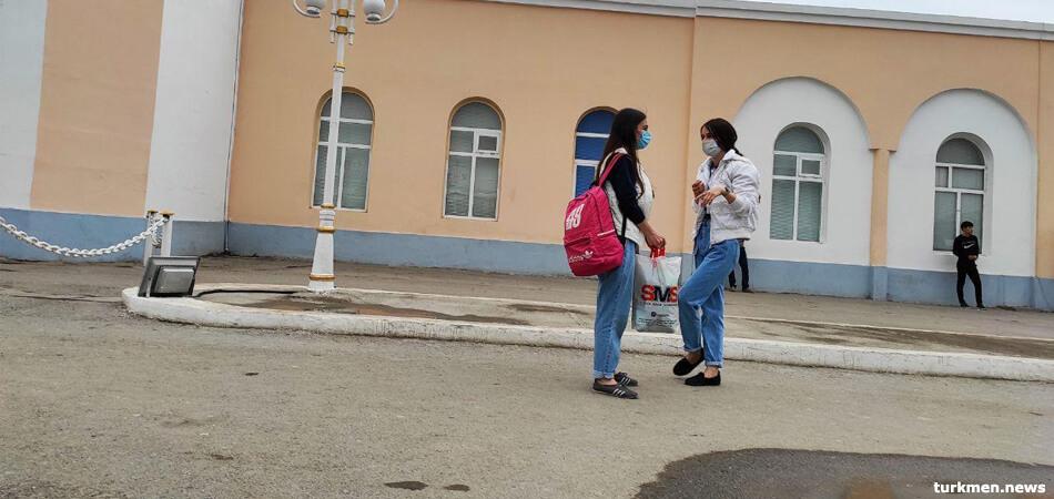 Мары: Людям без масок угрожают 15 сутками и отправкой на хлопок