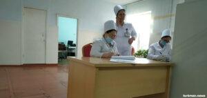 Туркменистан: Семейных врачей заставляют ходить по домам. Доктора и пациенты против