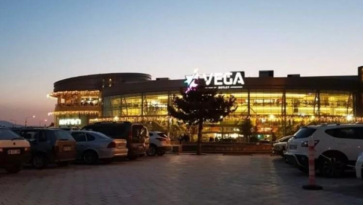 Das Vega Outlet Shopping Center ist ein beliebtes Einkaufszentrum