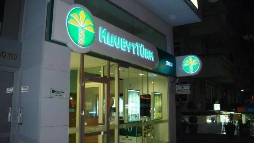 Kuveyt Turk Bank in der Nacht