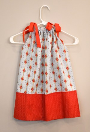 dress_small_blue_red_posies