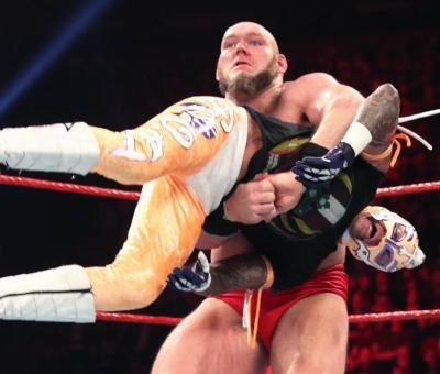 WWE podría haber prohibido un movimiento de Lars Sullivan