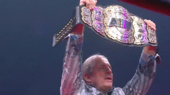 Bret Hart presenta el campeonato mundial de AEW en Double or Nothing
