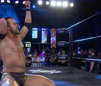 Adam Cole retiene el campeonato de NXT en Evolve 10 th Anniversary