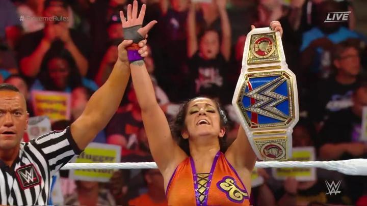 Bayley retiene el campeonato femenino en WWE Extreme Rules