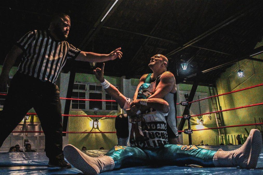 Turn Heel Wrestling entrevista a Gemelo Halcón 2 - Lucha libre colombiana