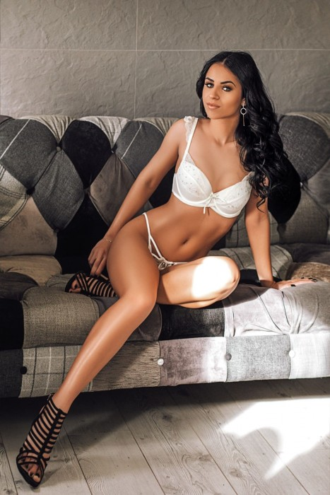 Adrianna London escort at 24hr London Escorts Agency