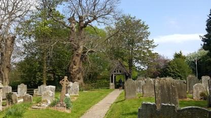 Gateway & graveyard at All Saints, Beckley