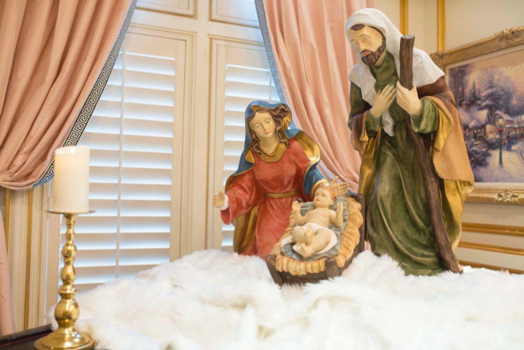 The First Christmas Gift! Living Room Decor!