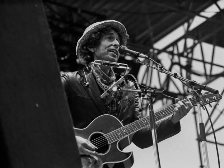 50 Inspiring Bob Dylan Quotes On Music & Life
