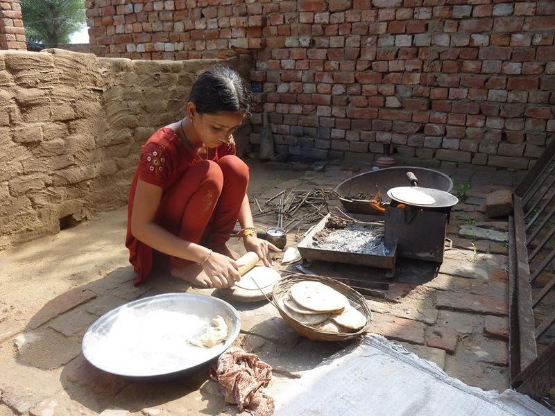 familymakingfoodformeIndia