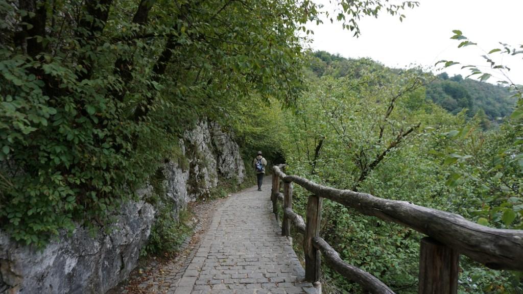 uno de los senderos de Plitvice