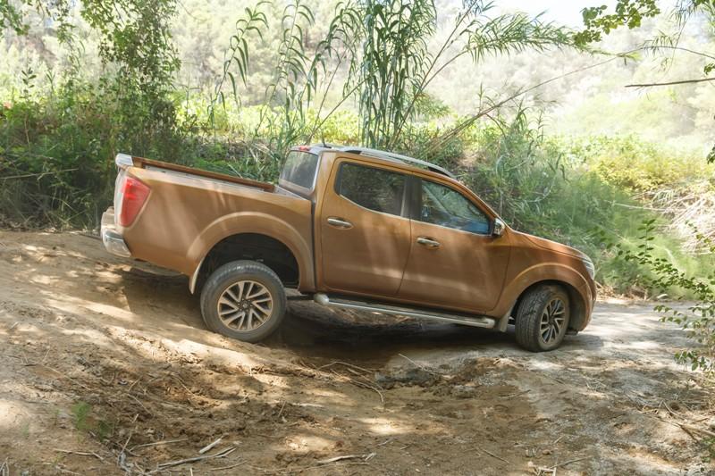 Nowy Nissan NP300 Navara podnosi poprzeczkę stylu i osiągów na rynku pickupów