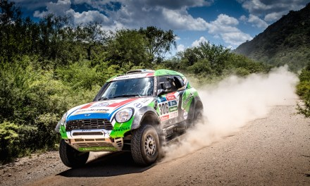 Cztery MINI ALL4 Racing na starcie Columna Medica Baja Poland