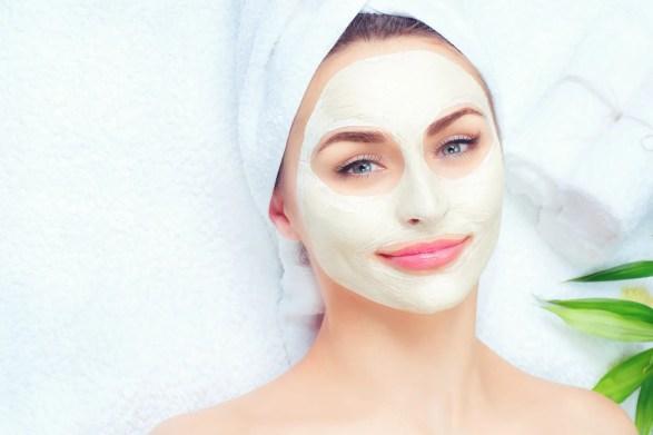 mujer con microdermoabrasión en el rostro