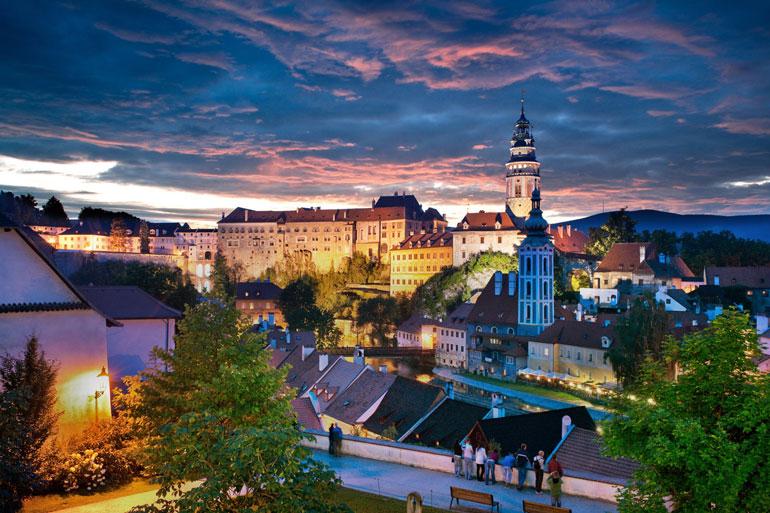 Český Krumlov, también conocida como la pequeña Praga, ha sido testigo de grandes acontecimientos que, a lo largo de la historia, han sabido hacer de ésta, una ciudad realmente especial y única. Fotos: Ales Motejl
