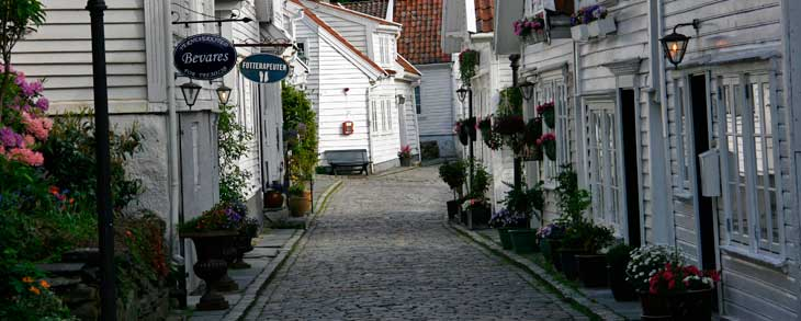 Gamle Stavanger, el casco antiguo de Stavanger, compuesto por unas 170 casas de madera construidas finales del siglo XVIII y principios del siglo XIX