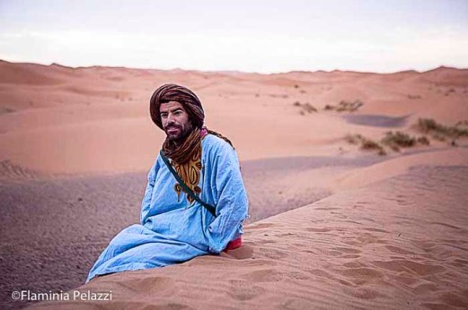 Bereber en las dunas de Erg Chebbi