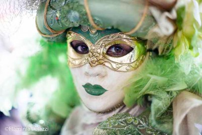 Un aura de misterio envuelve a algunos personajes durante el Carnaval de Venecia