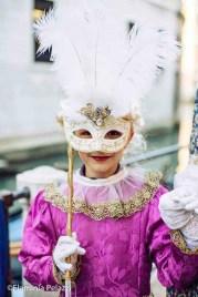 Niña en el Carnaval de Venecia