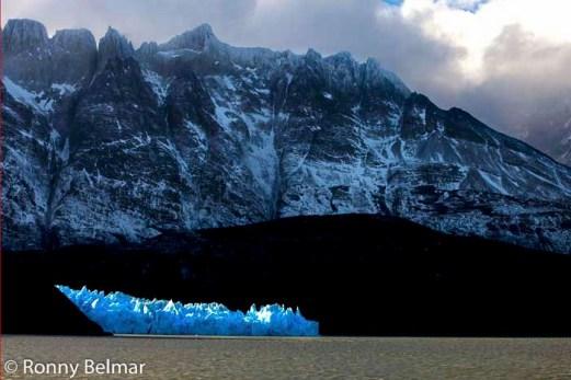 Luego de navegar por casi una hora desde la Hostería Lago Grey, la maravilla ante nuestros ojos: El glaciar Grey