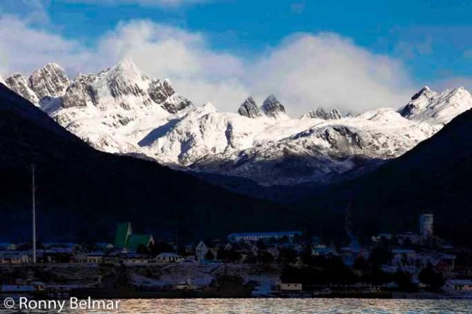 """El macizo montañoso """"Dientes de Navarino"""" constituye el cinematográfico marco donde se enclava esta ciudad"""
