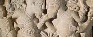 Capitel de la disputa en el Museo de la Sainte-Croix.® Musées de Poitiers. Christian Vignaud.