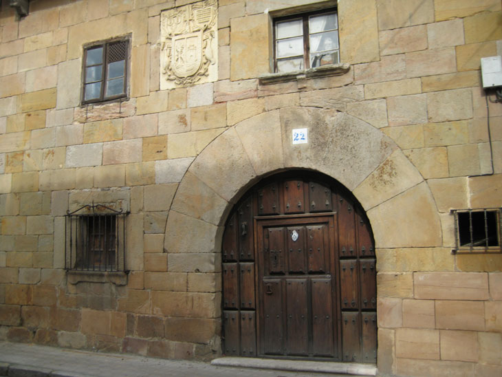 Casa Escudo Zorrilla