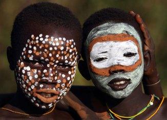 Etíopes de la tribu suri
