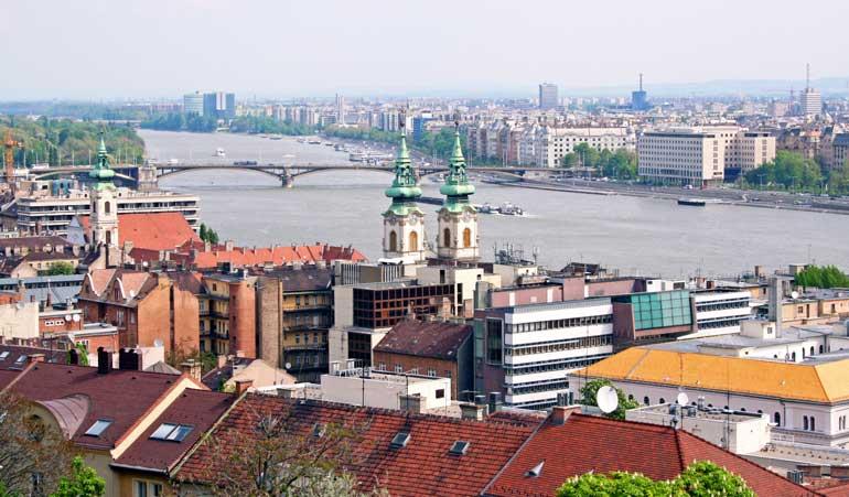 Vista del Danubio desde la Ciudadela, en la cima del monte Géllert