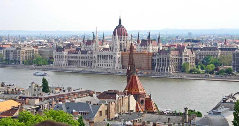 Vista del Parlamento neogótico desde el Bastión de los Pescadores