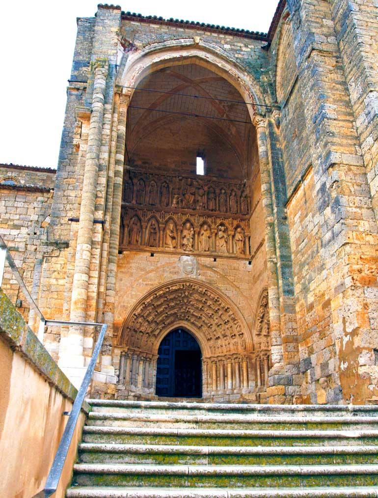 Portal gótico de la iglesia de Santa María de Villalcázar de Sirga