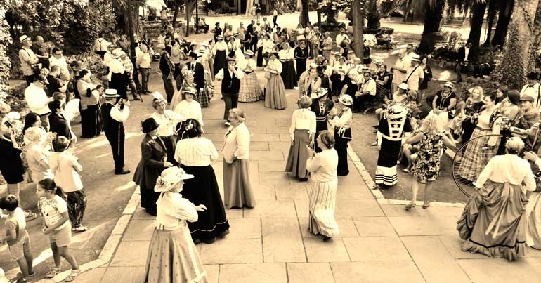 Los bailes en la Glorieta son unos de los eventos más populares de la Semana Modernista