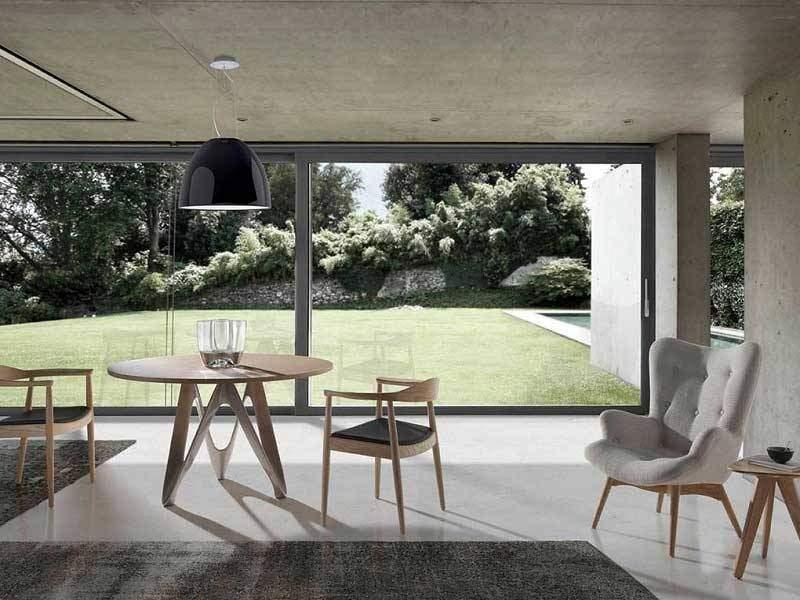 table ronde au design moderne avec comptoir en chene ou en noyer