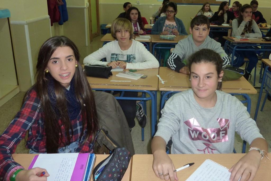 Lucía Rodríguez Hernández y Elsa Ruíz Calderón; detrás Iván Martín Galera y José Juan Sánchez Polo.
