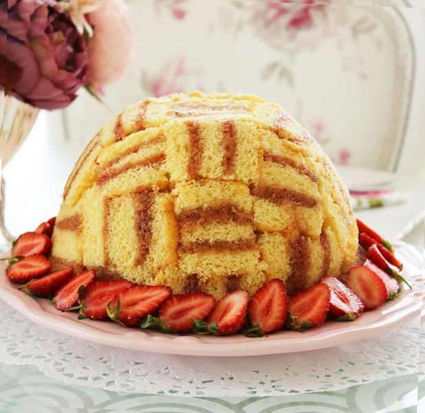 Parke desenli şarlot pasta yapımı