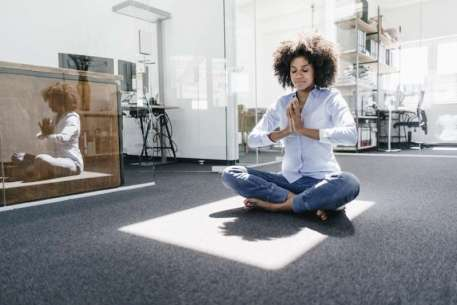 meditationing girl