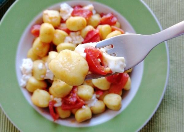 gnocchi con pomodorini e stracchino ricetta