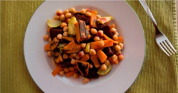 Insalata tiepida di ceci, carote e rape rosse