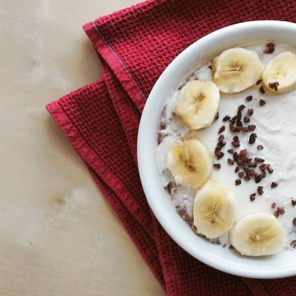 banana yogurt cacao nibs healthy oats oatmeal