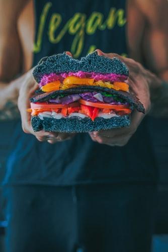 cibo vegano proteine fabbisogno