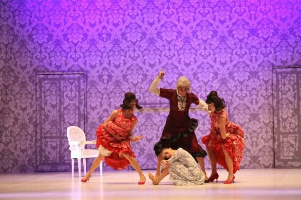 """""""Cenerentola"""". © Ph. Carla Moro e Aurelio Dessì - Balletto di Milano."""
