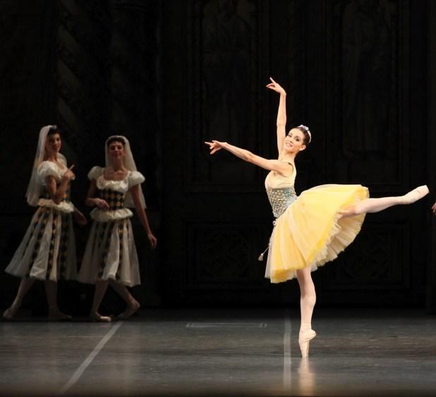 """Petra Conti in """"Raymonda"""". © Ph. Brescia e Amisano - Teatro alla Scala"""