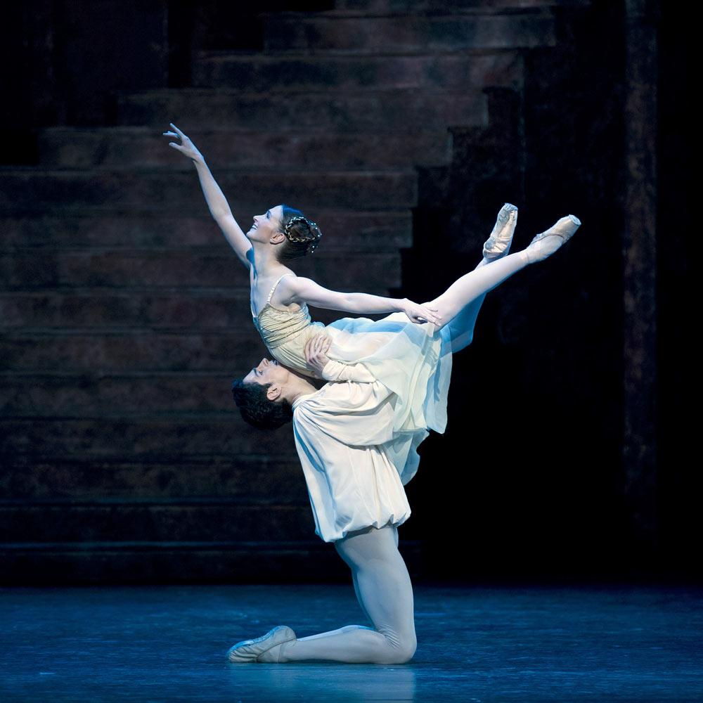 """Federico Bonelli con Lauren Cuthbertson in """"Romeo e Giulietta""""."""