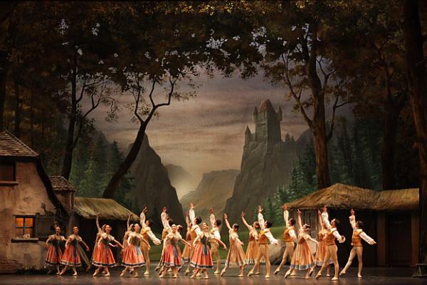 """""""Giselle"""". © Ph. Brescia e Amisano, Teatro alla Scala."""