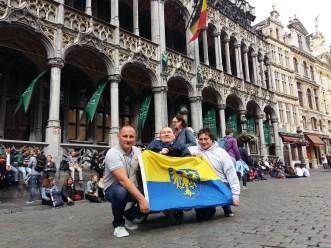 Wielki Rynek, Bruksela, od lewej Tomasz Jakubiec, Marek Plura, Jacek Tomaszewski