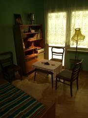 To nie mieszkanie studenckie, ale pokój z czasów PRL