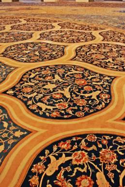 Ogromny dywan, ręcznie tkany
